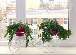 Подставка для трех цветочных горшков
