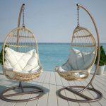 Подвесное кресло из ротанга с подушками