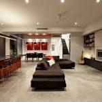 Прием объединения гостиной, столовой и кухни в стиле минимализм