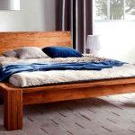 Простая самодельная деревянная кровать