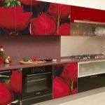Простой и эффективный способ обновить фасады кухонного гарнитура – использовать фотообои