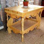 Резной деревянный столик