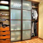 Шкаф с закрытыми фасадами
