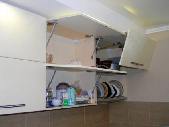Механизмы открывания дверей на верхних шкафах