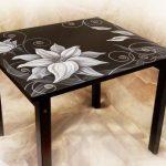 Стол с росписью ручной работы