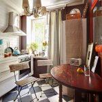 Стол в форме полукруга для очень маленькой кухни