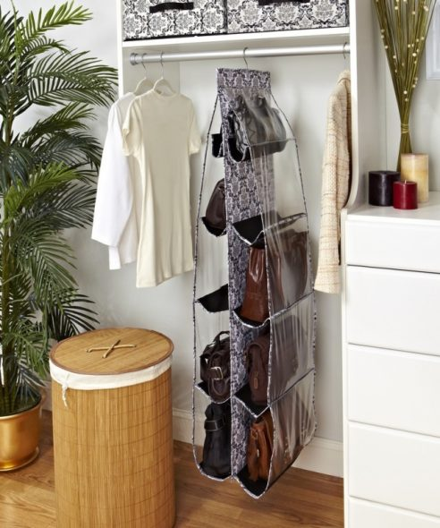 Специальные подвесные стойки для сумок