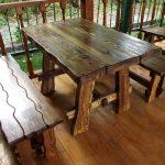 Темная деревянная мебель для терассы