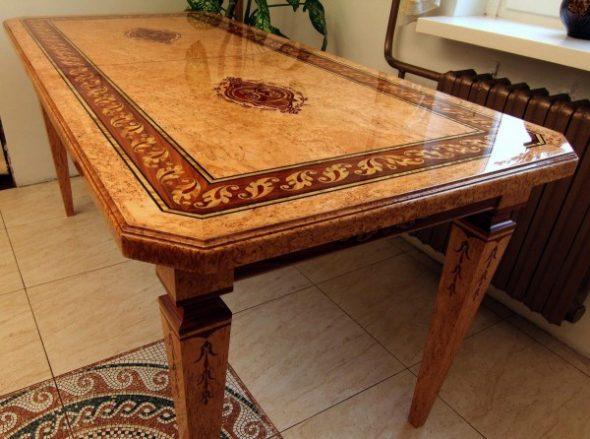 Великолепный обеденный стол