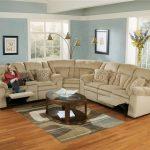 Бежевый диван-трансформер в гостиной комнате