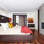 Большая кровать с удобными выдвижными ящиками