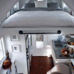 Дачная кровать под потолком