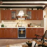 Деревянная кухня в стиле кантри