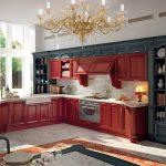 Интересное оформление кухни в бордовых и серых тонах