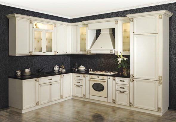 Кухня Изящная кухня с фасадами из массива березы