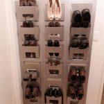 Карманы для обуви на стене