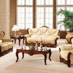 Классический нераскладной диван и кресла в интерьере