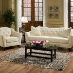 Красивый диван и кресло в классическом стиле
