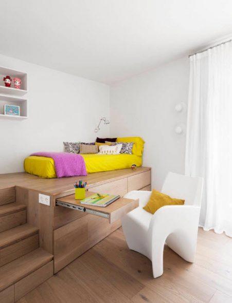 Кровать-подиум с системой хранения
