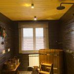 Монтаж деревянной купели в моечной бани