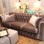 Мягкий диван в классическом стиле