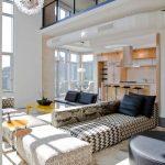 Необычная обивка секционного дивана