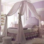 Нежная спальня с балдахином в виде купола