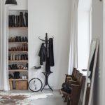 Ниша для обуви с самодельными полочками