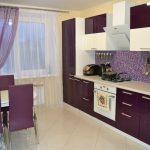 Оформление кухни в баклажановом цвете