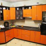 Оранжевая кухня из пластика