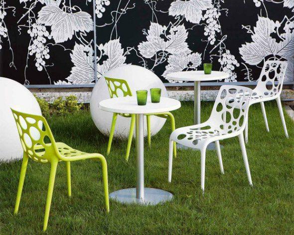 Оригинальные пластиковые стулья
