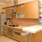 Песочная кухня и фартук из мозаики