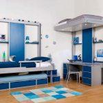Подъемные кровати освобождают место для рабочего стола и дополнительной кровати