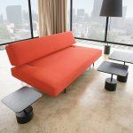 Простой красный диван в стиле минимализм