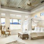 Прозрачный балдахин добавляет уюта спальне