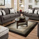 Серые диванчики разного размера для зоны отдыха