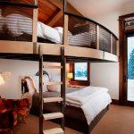 Спальные места под потолком на мансардном этаже
