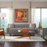 Стильная гостевая зона с диваном и креслами