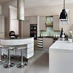 Светлая кухня в стиле хай-тек