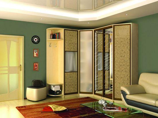 Светлый угловой шкаф-купе