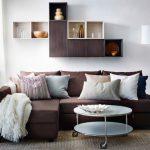 Угловой диван с круглым передвижным столиком