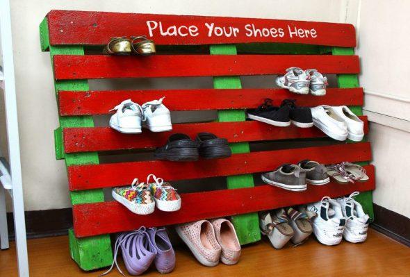 Яркая полочка для обуви