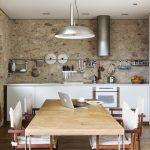 Белая кухня лофт без навесных шкафов