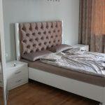 Белая мебель в спальню с изголовьем кровати каретная стяжка