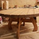 Большой массивный стол из настоящего дерева