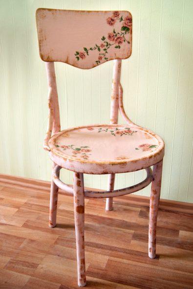 Красивый дачный стул