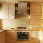 Деревянная столешница со встроенной мебелью