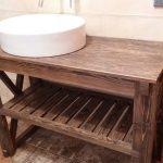 Деревянный консольный столик в ванную