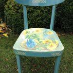 Голубой стул после реставрации с подсолнухами