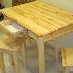 Комплект мебели на кухню из сосны